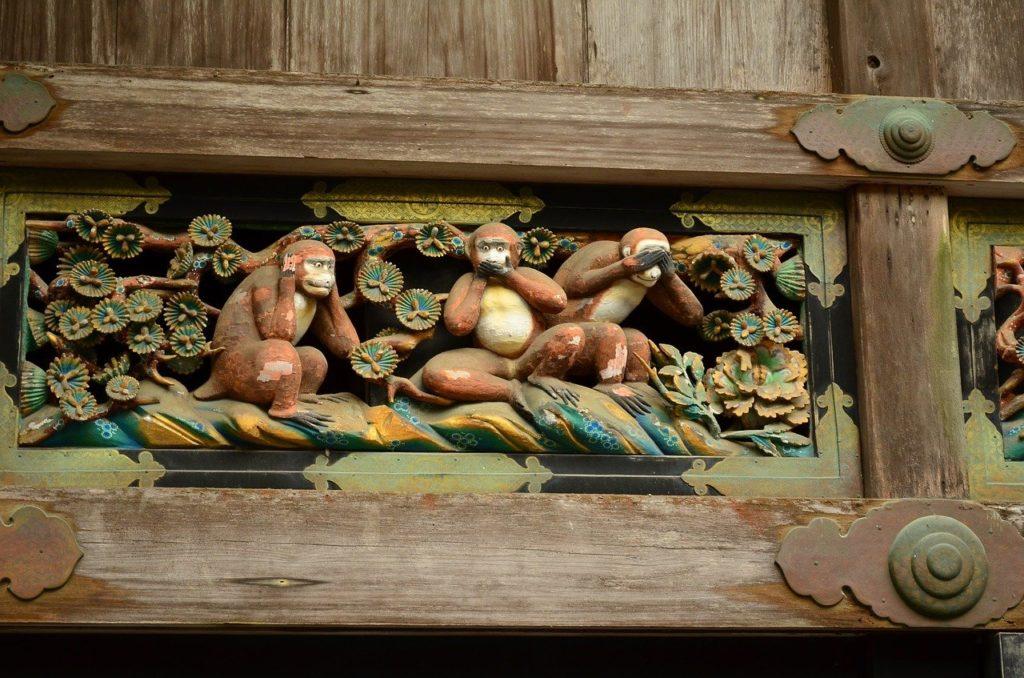 Bild dreier Affen, die nichts sehen, nichts hören und nichts sagen